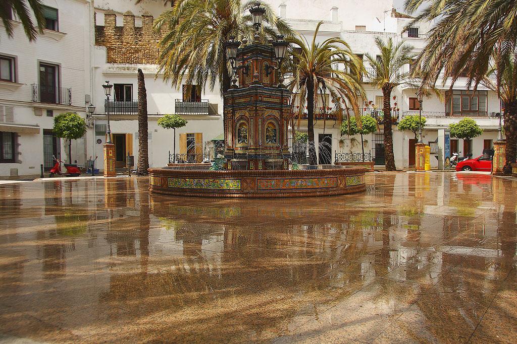 Plaza de España de Vejer de la Frontera. Cuando el oasis llega a la ...