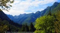 Antes de aventurarnos por las montañas que rodean este valle iniciamos nuestro camino por un río singular al que va a parar el agua de las nubes atrapadas entre sus […]
