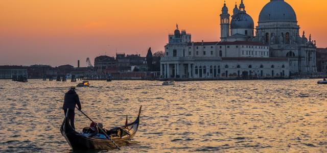 Seguimos de viaje por Venecia. Sin dejar la Plaza de San Marcos, y bordeando el Palacio Ducal, nos acercamos a otra de las maravillas que podemos contemplar en esta ciudad […]
