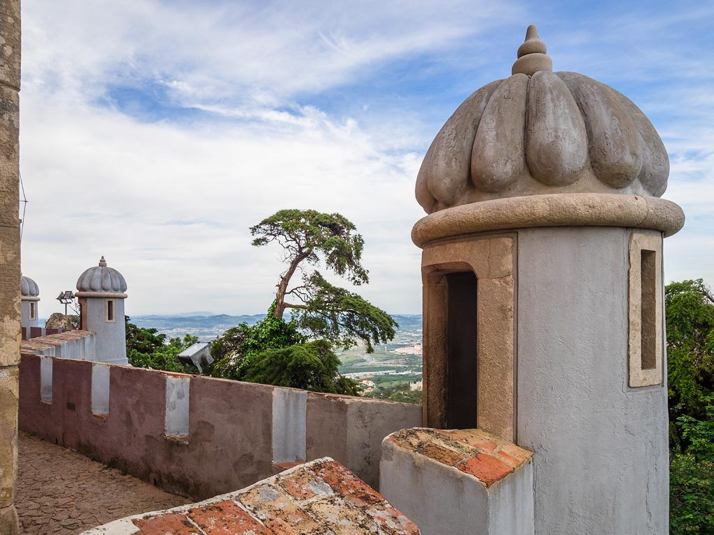 Detalle de torreones en la muralla. Palacio da Pena, Sintra