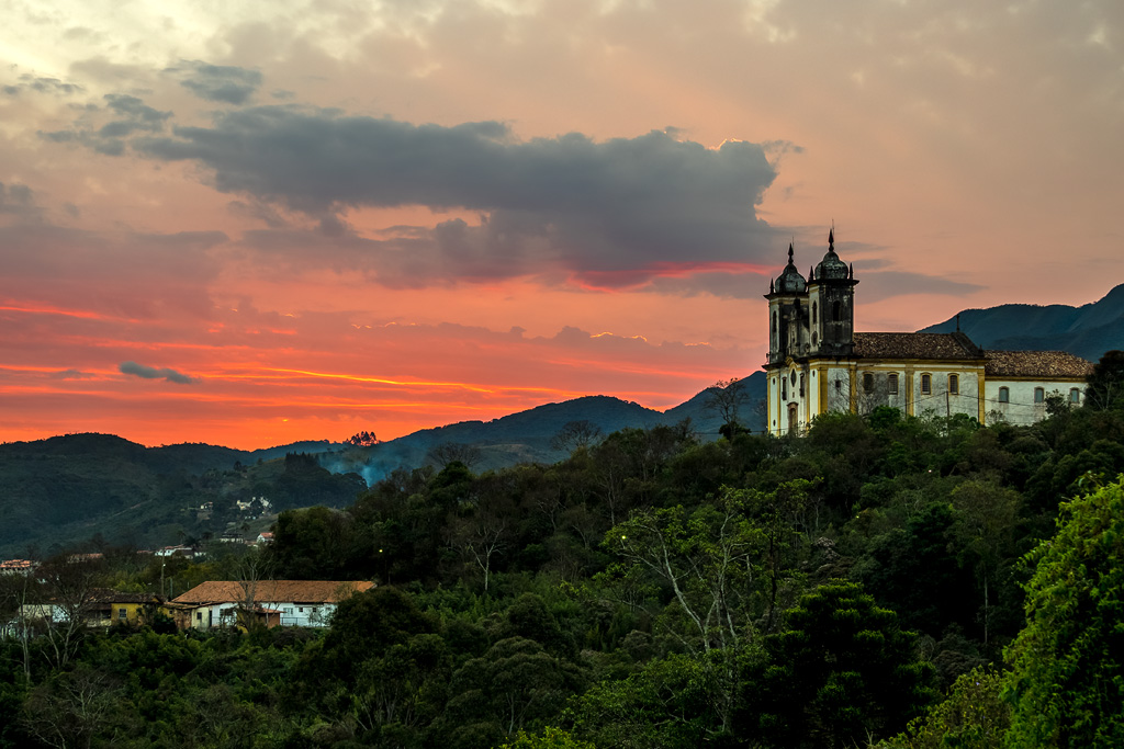 Ouro Preto sunset.  MG, Brasil © Javier Abad / countrysessions.org