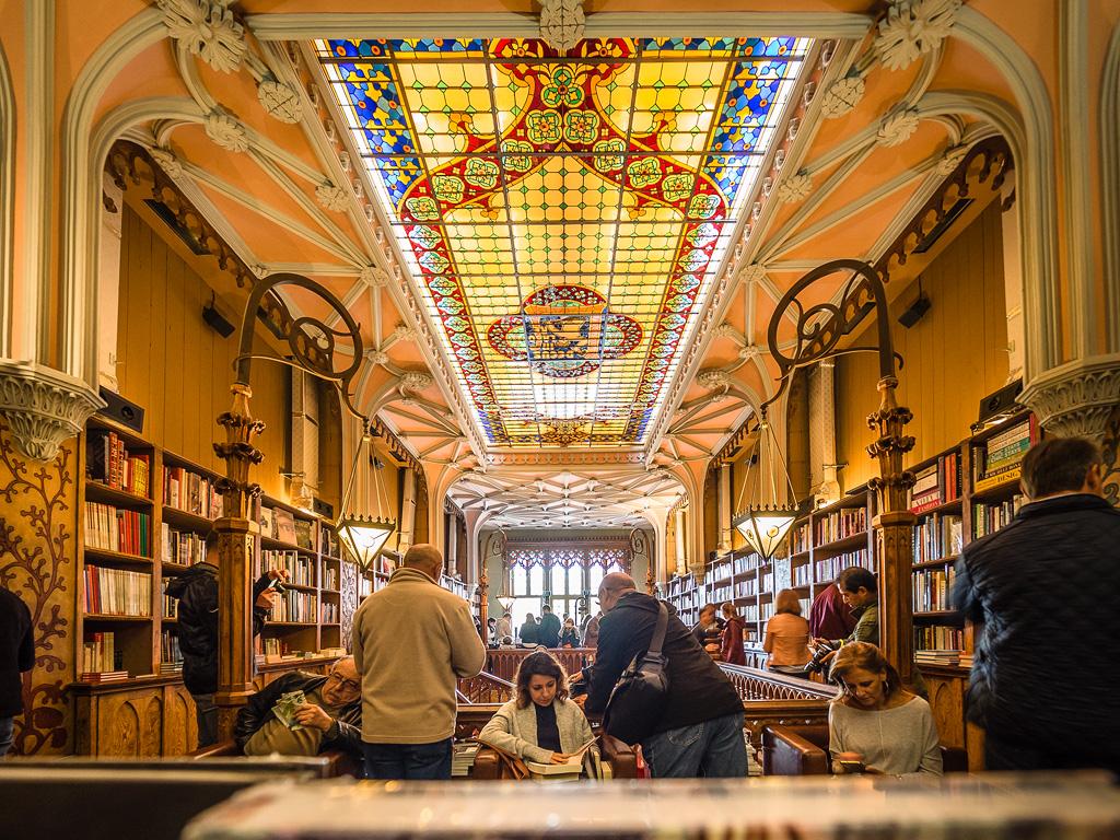 Vidriera techo en libreria Lello e Irmão, Oporto