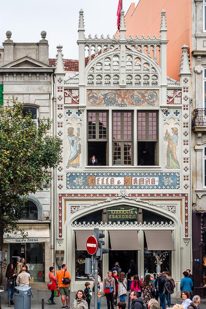 Fachada de la librería Lello e Irmão, Oporto, Portugal
